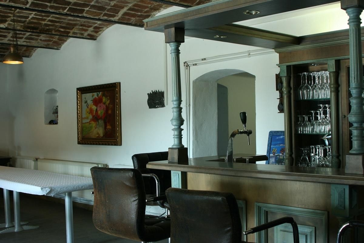 Bar  und  Zugang Gastroküche